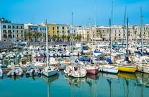 A stroll in Trani - between a lively port and ancient history