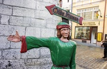 Cene como un noble rico en Olde Hansa en Tallin