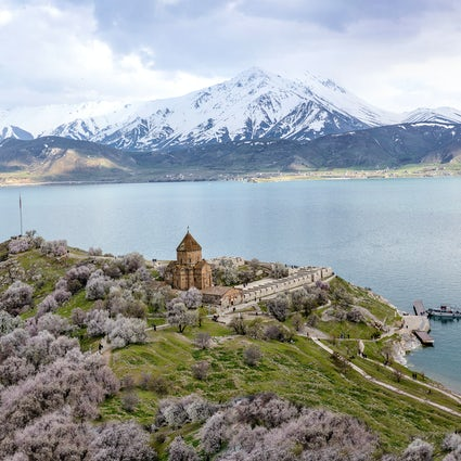 Van, the city of swimming cats and Armenian ruins!