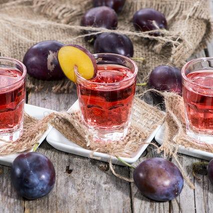 Rakia: La bebida que une a los Balcanes