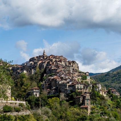 Apricale un pueblo escondido de Liguria y su leyenda de la Boia