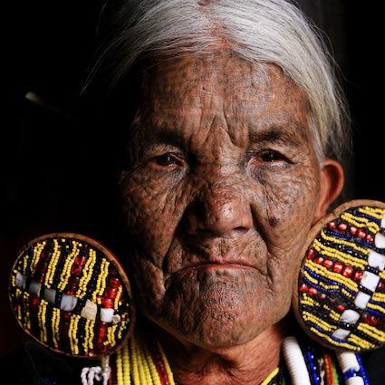Mindat, Chin State: facce tatuate e animismo