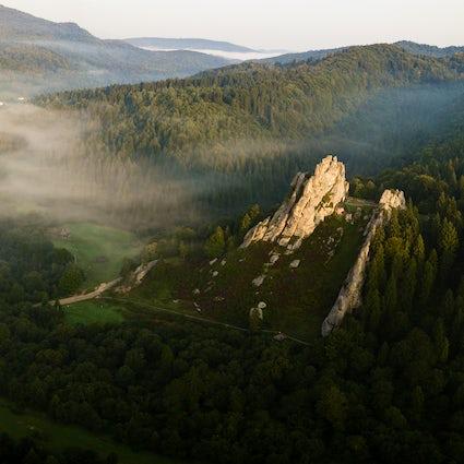 La pintoresca fortaleza de roca Tustan cerca de Lviv