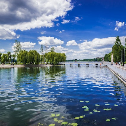"""A tour of Ternopil Lake - to the beat of """"Ternopil Fine Town"""""""