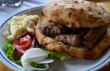 Cuando estés en Sarajevo, come y bebe como lo hacen los bosnios.