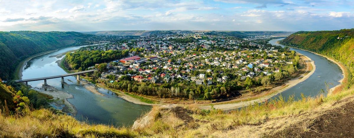 Ukrainian Riviera: the Peninsula town Zalishchyky