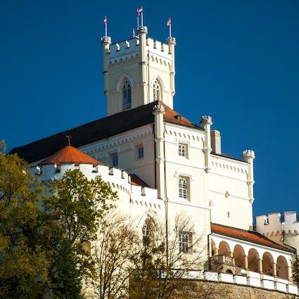 Spielen Sie das Klavier des 19. Jahrhunderts im Schloss Trakošćan