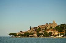 Passignano sul Trasimeno, een gehucht aan de oever van de rivier de Trasimeno
