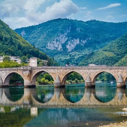Die Brücke über die Drina in Višegrad