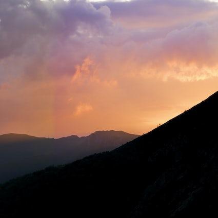 Tocando las nubes en Midzor, el pico más alto de Serbia