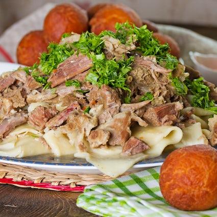 Dónde probar el besbarmak, un plato nacional kazajo en Almaty