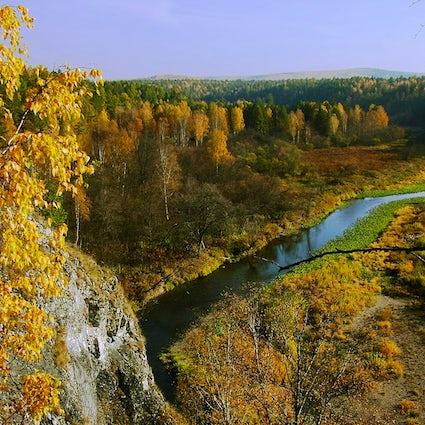 Goldener Herbst im Naturpark Hirschbäche im Ural