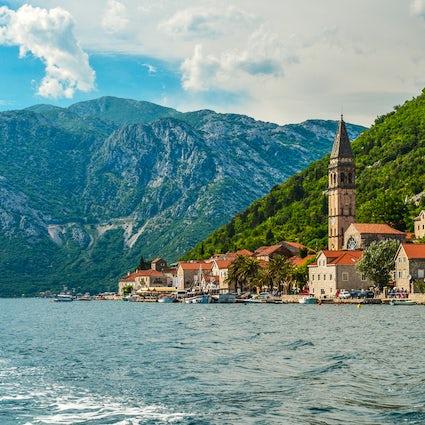 Perast - piccola città affascinante della costa montenegrina