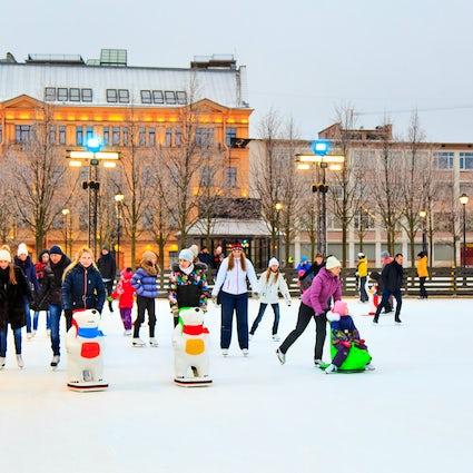 Patinaje sobre hielo en invierno en Chisinau - Las tres mejores pistas de patinaje sobre hielo