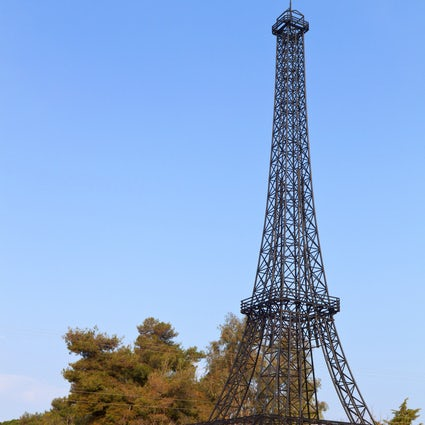 Dónde encontrar la Torre Eiffel en Grecia