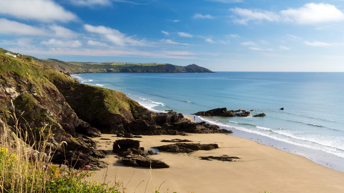 5 Incredible Surf Spots in Cornwall