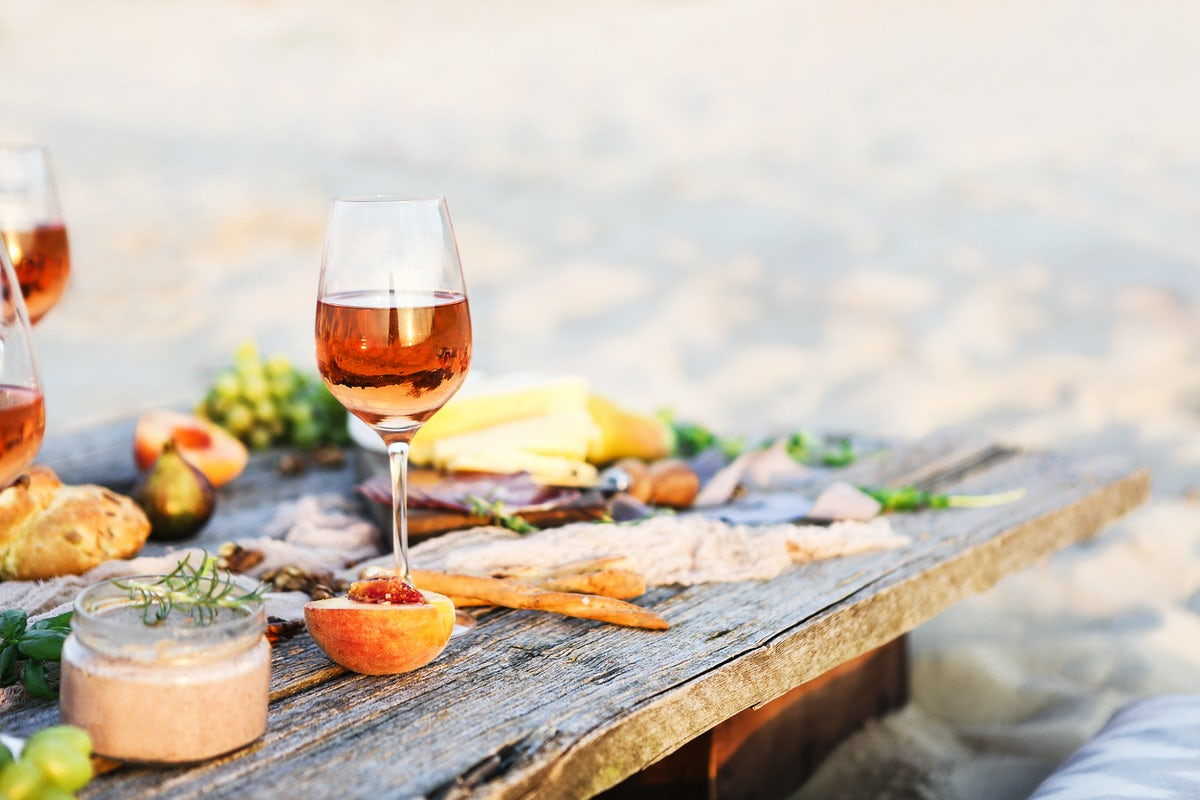 Two vineyard restaurants for wine lovers: Nazani and VanArdi