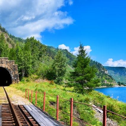 Túneles ferroviarios históricos notables en el lago Baikal
