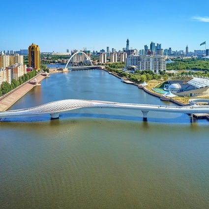 Voetgangersbruggen van Nur-Sultan: Seruen, Karaotkel en Atyrau