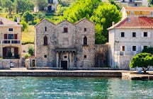 Tre Sorelle Palace & a romantic story of three sisters who loved the same sailor
