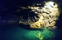 Le plus grand lac souterrain d'Europe - la Seegrotte