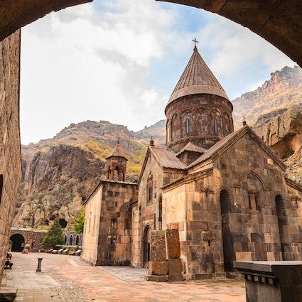 El monasterio Geghard: esculpido en la roca