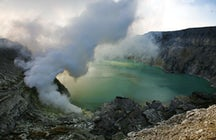 Kawah Ijen in East Java: two unique phenomena in one hike