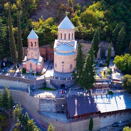 El padre David y la Iglesia de Kashveti de San Jorge