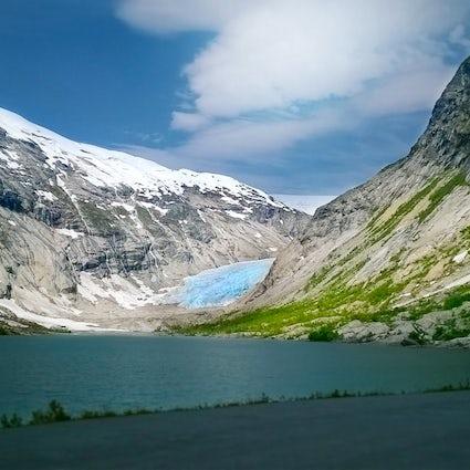 Verover Heart Lake op de 2090 meter hoge Chersky Peak in 2090...