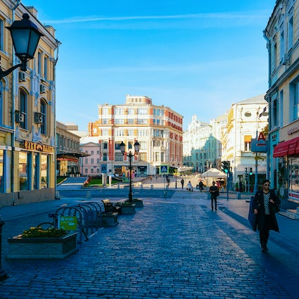 A pleasant walk through Kuznetsky Most Street in Moscow