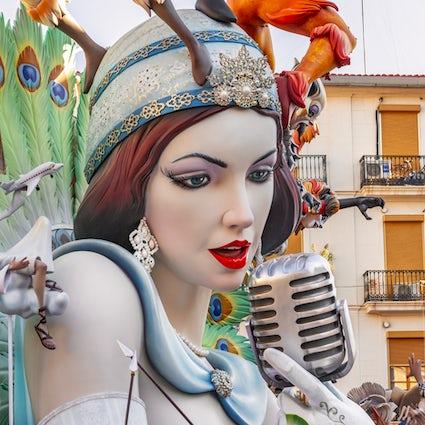 Le coloratissime e caotiche Fallas di Valencia