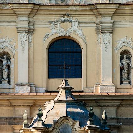 Zwei berühmte verlassene Kirchen in Vilnius