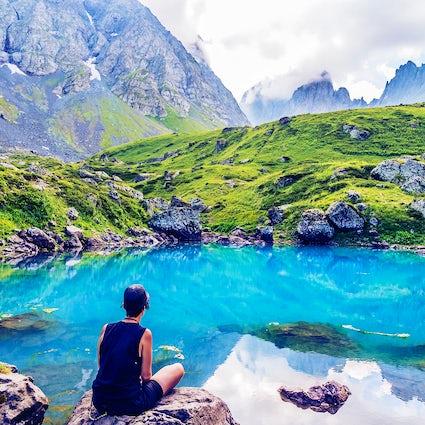 Prachtige kleurrijke meren van Abudelauri