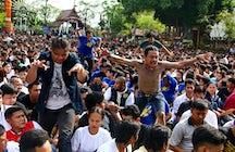 Estampida de espíritus: Festival Sak Yant en Wat Bang Phra