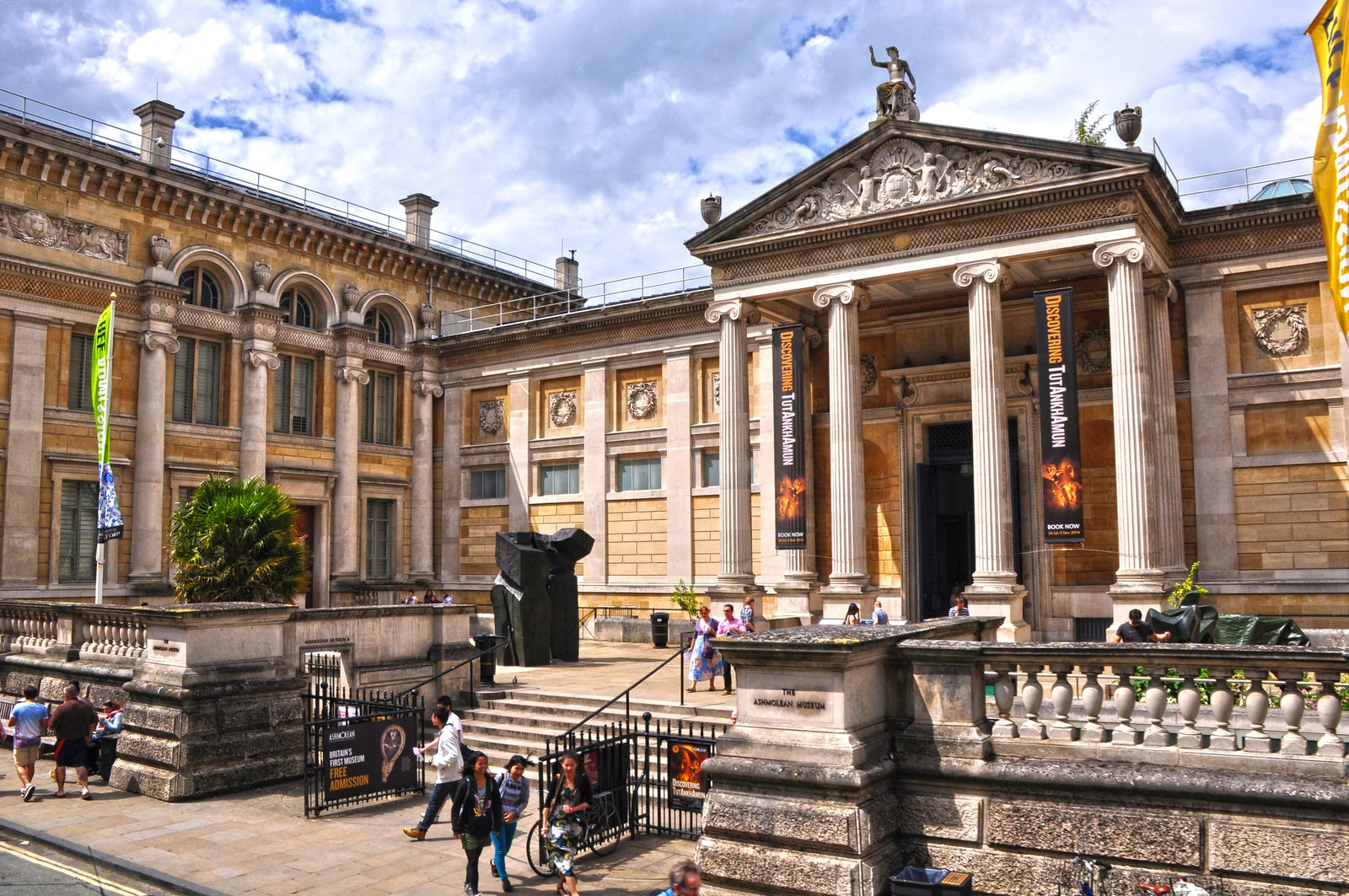 Cover photo credit:©Lewis Clarke/Oxford: Ashmolean Museum/CC BY-SA 2.0