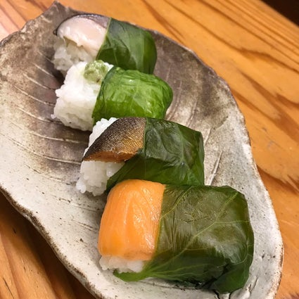Try unique sushi wrapped in wasabi-leaf at Akadama in Wakayama