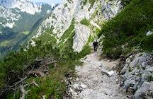 Bornova-Topf: Wanderung durch einen Tunnel zum Prevala Berg