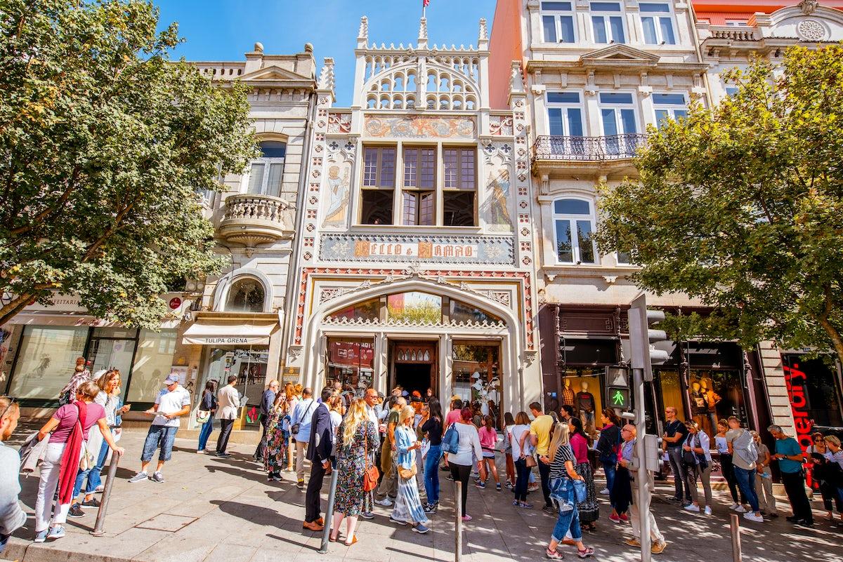 Lello: a fascinating bookstore in Porto