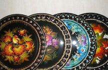 Bandejas Tagil: obras maestras florales sobre hierro en Nizhny Tagil