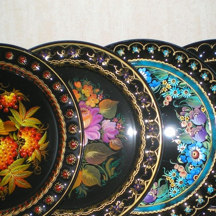 Tagil trays: floral masterpieces on iron in Nizhny Tagil