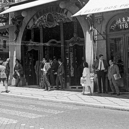 Lisbon's historic shops 1: a tour around the Cafes