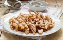Sweet crisps with powder, a splendid Moldavian delicacy