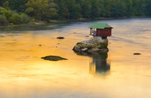 How a tiny Drina house beats the wild river