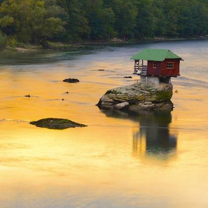 How a tiny Drina house beats the wild river