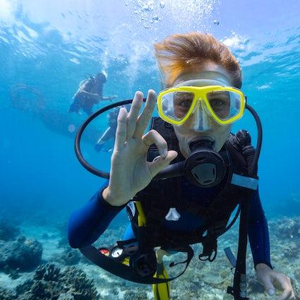 Plongée et snorkelling en mer, en Grèce