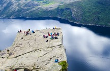 Hiking to Preikestolen - The natural square