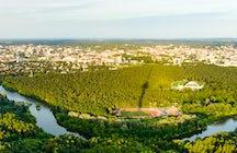 La pittoresca vista di Vilnius dalla sua torre della televisione