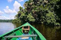 Navegando na Reserva Tambopata na Amazônia Peruana