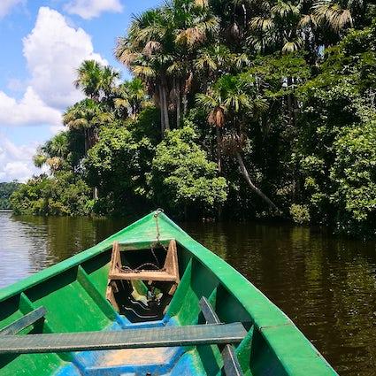 Navigation im Tambopata-Reservat im peruanischen Amazonasgebiet