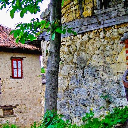 Rajacke Pimnice: Un piccolo villaggio in pietra con una grande tradizione vitivinicola